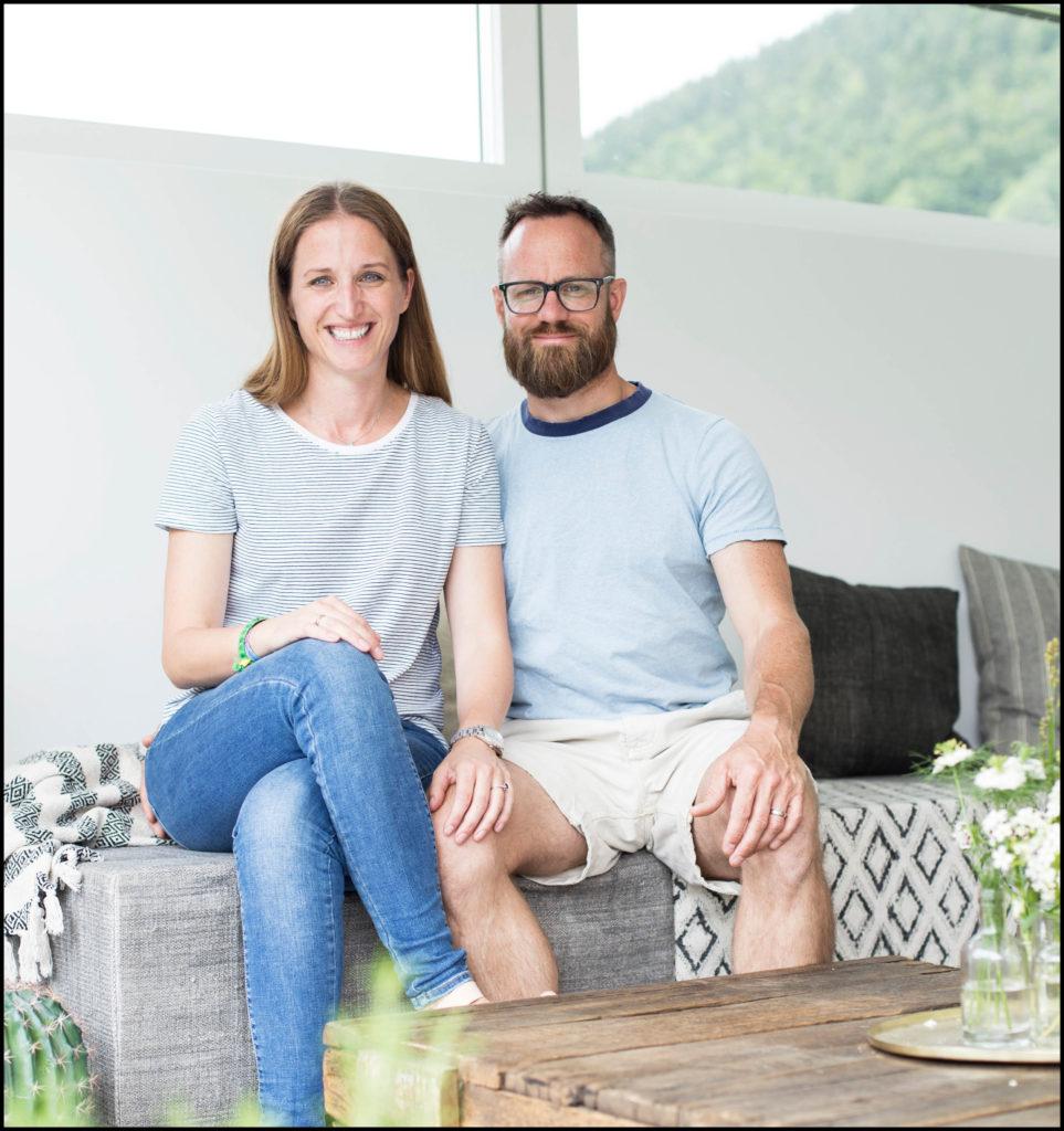 Skandinavisch Wohnen auf der Terrasse - Edith und Remo zeigen dir, wie's mit Leichtigkeit gelingt.